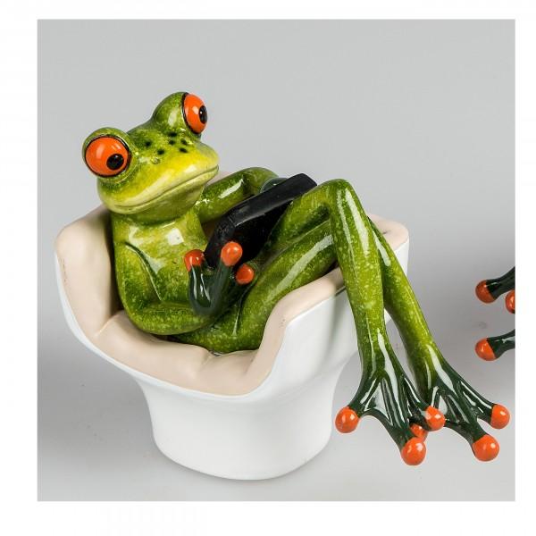 Frosch im Sessel mit Tablett