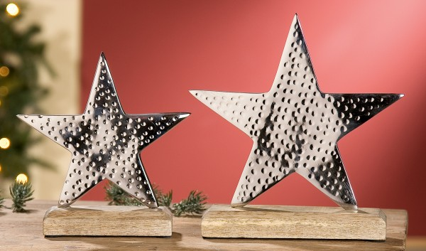 Stern auf Holzsockel